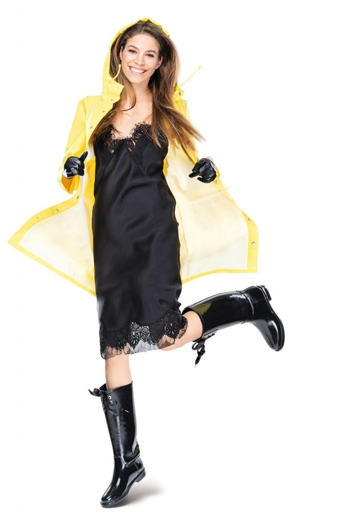 платье, POUSTOVIT дождевик TED BAKER; перчатки, MAX&CO; сапоги, DERHY