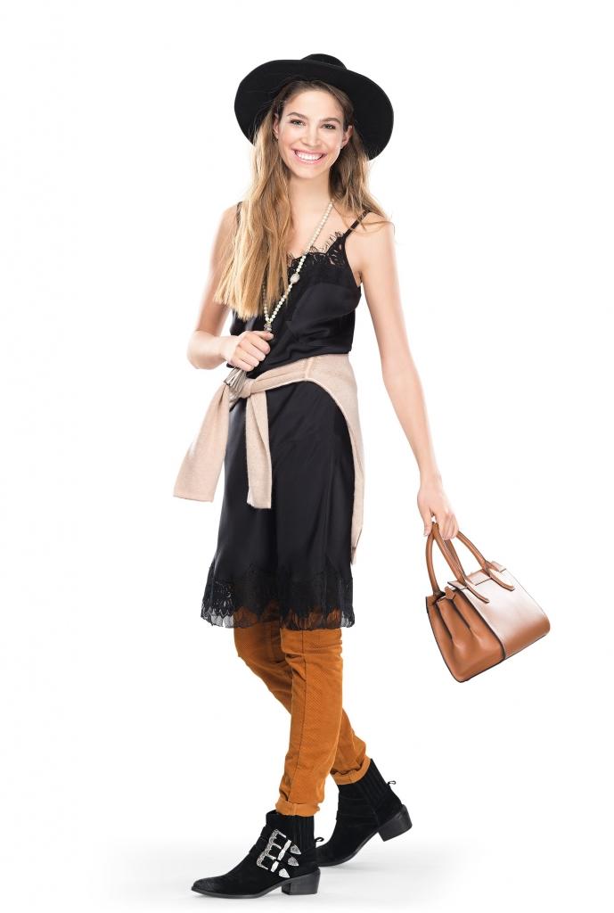 платье, POUSTOVIT брюки, MASSIMO DUTTI; сумка, КАREN MILLEN; джемпер, TOMMY HILFIGER; бусы, MARC AUREL; ботинки, BERSHKA шляпа, MANGO