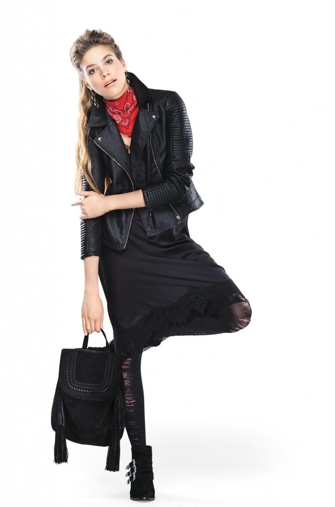 платье, POUSTOVIT жакет, MAX&CO; ботинки, BERSHKA; рюкзак, бандана, все – TOPSHOP; колготки, CALZEDONIA серьги, PARFOIS