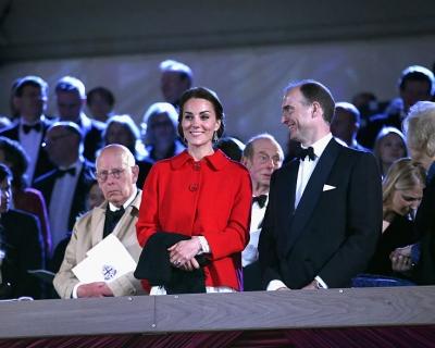 Образ дня: Кейт Миддлтон в жакете Zara и платье Dolce & Gabbana-430x480