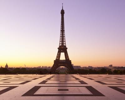 «Мы продолжаем жить»: как в Париже спасают туристический сезон-430x480