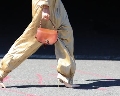 Стрит-стайл Нью-Йорка: как носить комбинезон по-американски-430x480