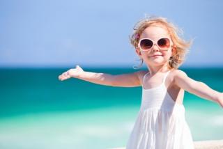 ТОП 10 детских солнцезащитных средств, которые пригодятся и маме