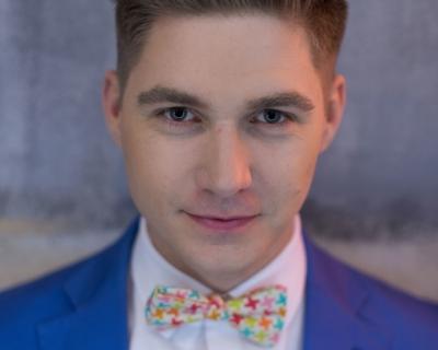 Мужчина говорит: ведущий Евровидения 2017 Владимир Остапчук-430x480