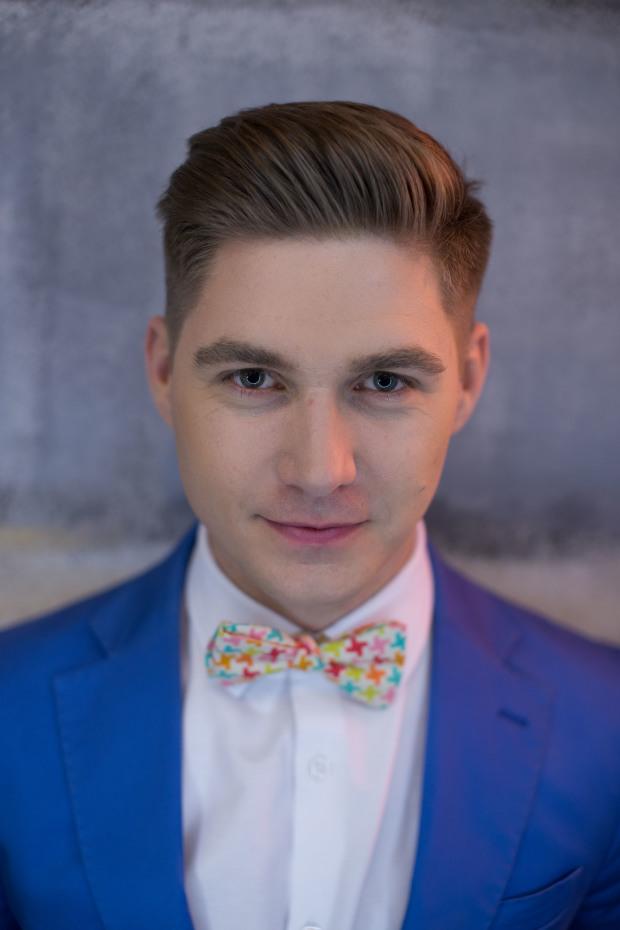Мужчина говорит: ведущий Евровидения 2017 Владимир Остапчук-320x180