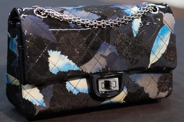 10_Metiers-dart-Paris-in-Rome-Black-embroidered-vinyl-leather-2.55-bag-Lemari---0009_LD-1024x681