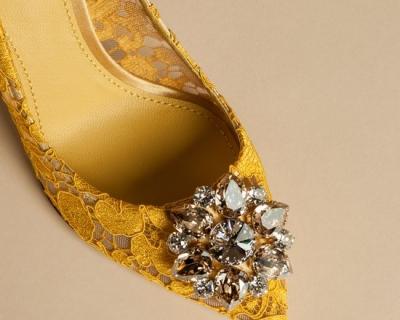 Rainbow Lace: коллекция кружевных туфель и клатчей Dolce & Gabbana-430x480