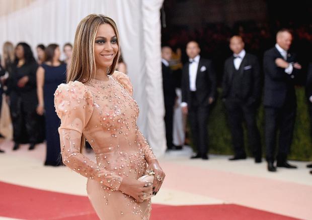 Бейонсе рассказала о своем свадебном платье-320x180