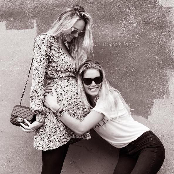 Как модели Victoria's Secret переживают свою беременность-320x180