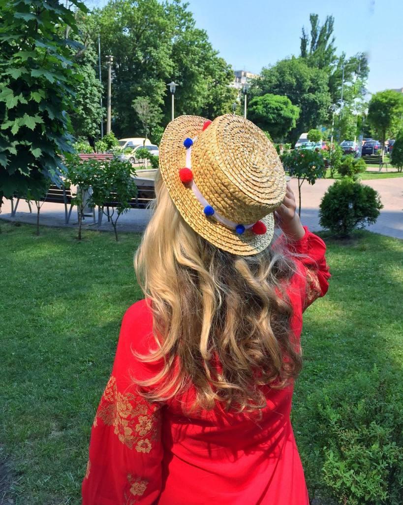 Шляпа с помпонами Сvetkova Flora тренд 2016