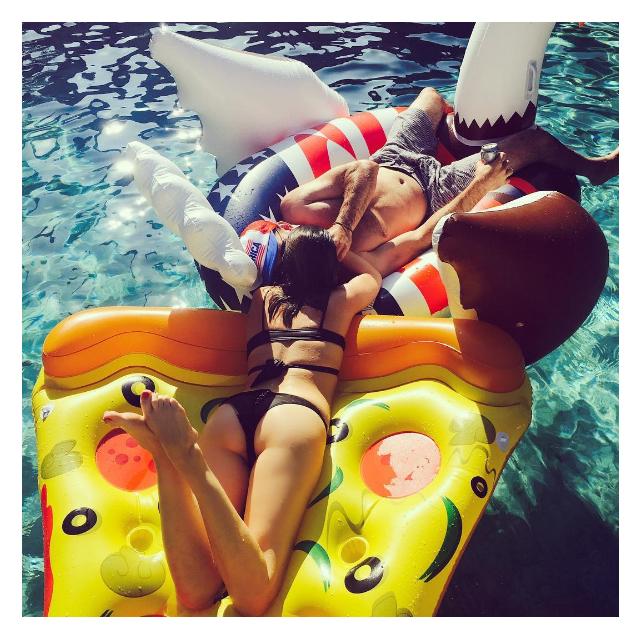Звездный Instagram: как проводят отпуск супермодели-320x180