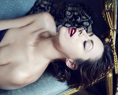 Секс-тренды: любовь втроем, воздержание и встречи с порно-звездами-430x480