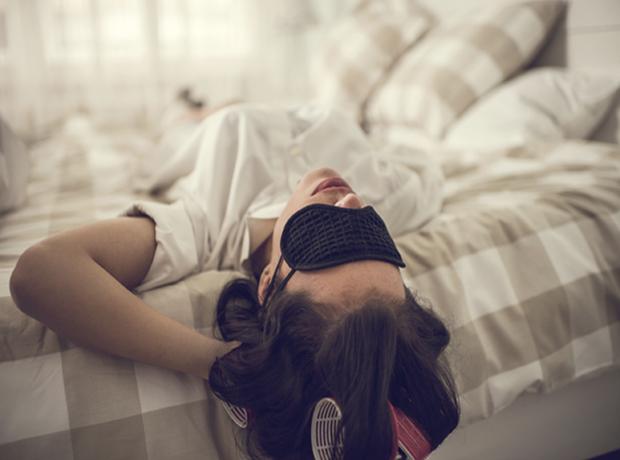 Спящая красавица: почему женщины должны спать дольше мужчин-320x180