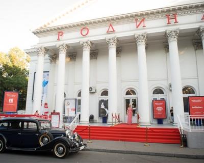 «Светская жизнь» представила всеукраинскую премьеру одноименного фильма Вуди Аллена-430x480