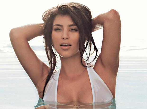15 лучших образов Ким Кардашьян в бикини