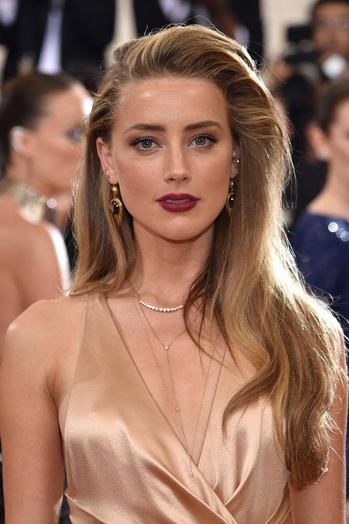 10 самых красивых женщин мира с точки зрения науки-320x180