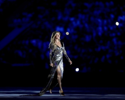 Жизель Бюндхен провела церемонию открытия Олимпийских игр 2016 в Рио-430x480