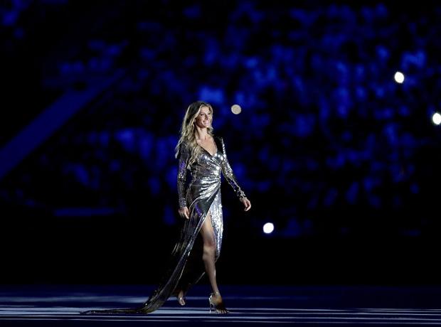 Жизель Бюндхен провела церемонию открытия Олимпийских игр 2016 в Рио-320x180