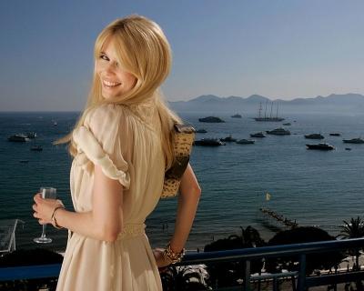 Ученые: блондинки чаще занимают высокие должности-430x480