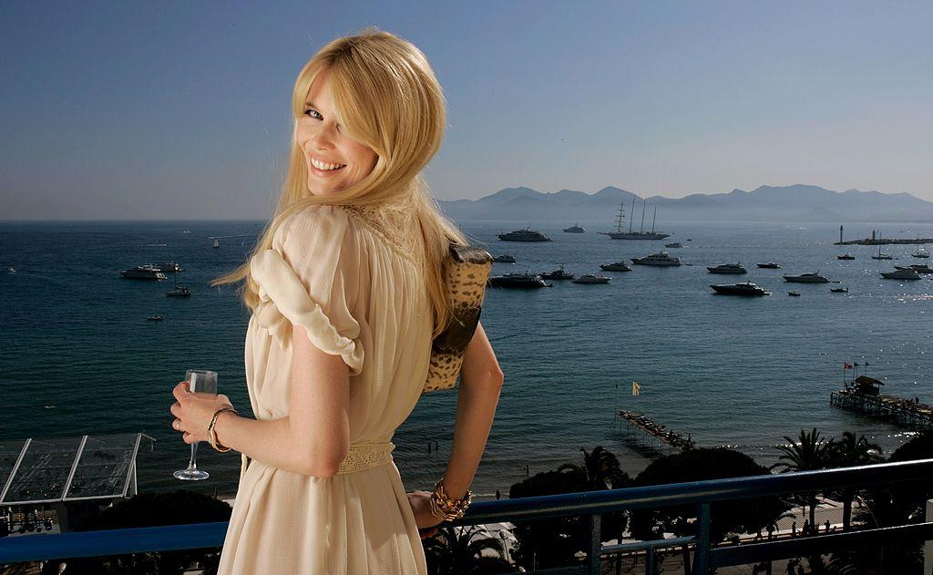Ученые: блондинки чаще занимают высокие должности-320x180