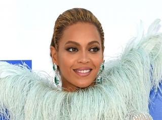 MTV Video Music Awards-2016: платья с красной дорожки