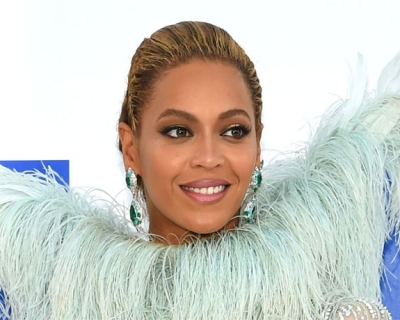 MTV Video Music Awards-2016: платья с красной дорожки-430x480