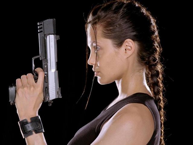 Анджелина Джоли в «Ларе Крофт: расхитительнице гробниц»