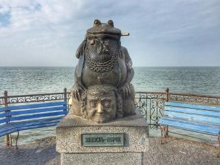 12 самых необычных памятников Украины