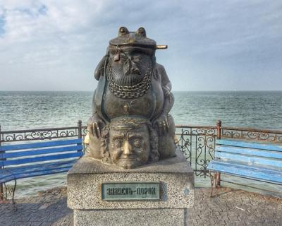 12 самых необычных памятников Украины-430x480