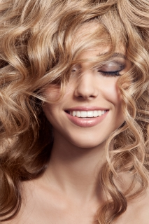 Как правильно наносить средства по уходу за волосами