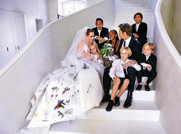 Ах, эта свадьба: нестандартные подвенечные платья знаменитостей-320x180