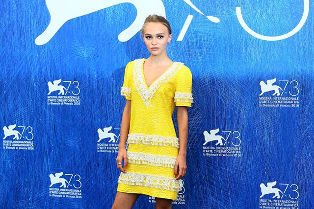 Лили-Роуз Депп в платье Chanel