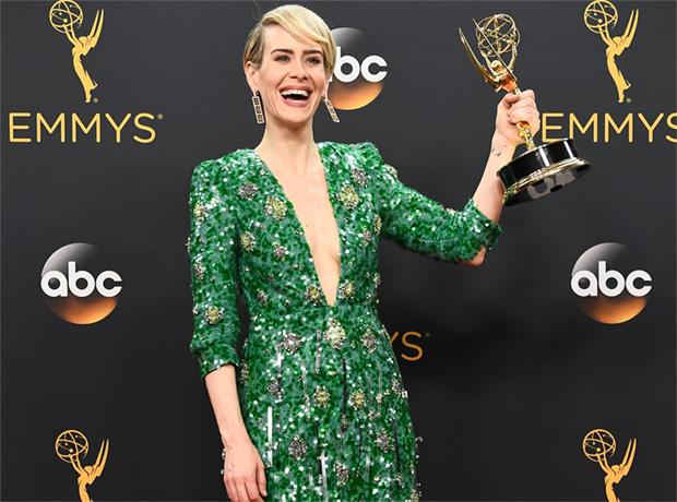 Emmy-2016: платья с красной дорожки-320x180