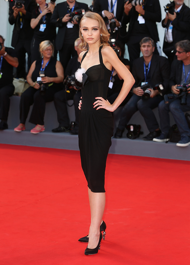 Лили-Роуз Депп на красной дорожке Венецианского кинофестиваля