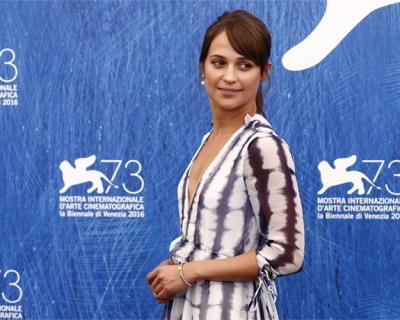 Венецианский кинофестиваль − 2016: лучшие образы с красной дорожки и не только-430x480