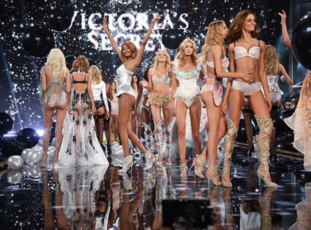 Ангелы Victoria's Secret летят в Париж-320x180