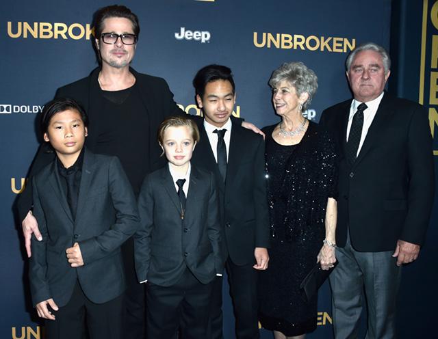 Брэд Питт с детьми и родителями