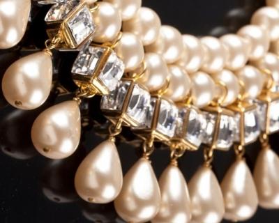 500 украшений Chanel разных лет выставили на аукцион-430x480
