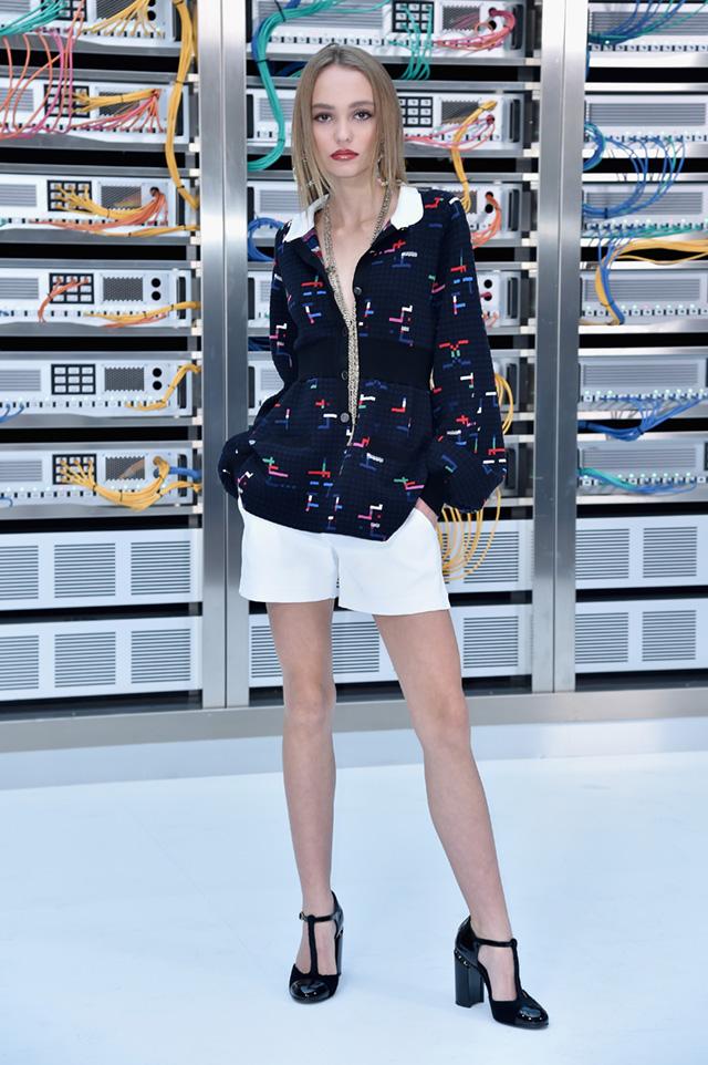 Лили-Роуз Депп на показе Chanel