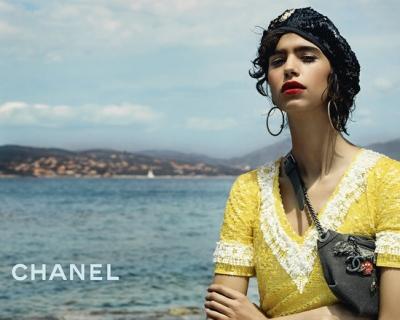 Жаркая Куба: Chanel представили кампейн новой круизной коллекции-430x480