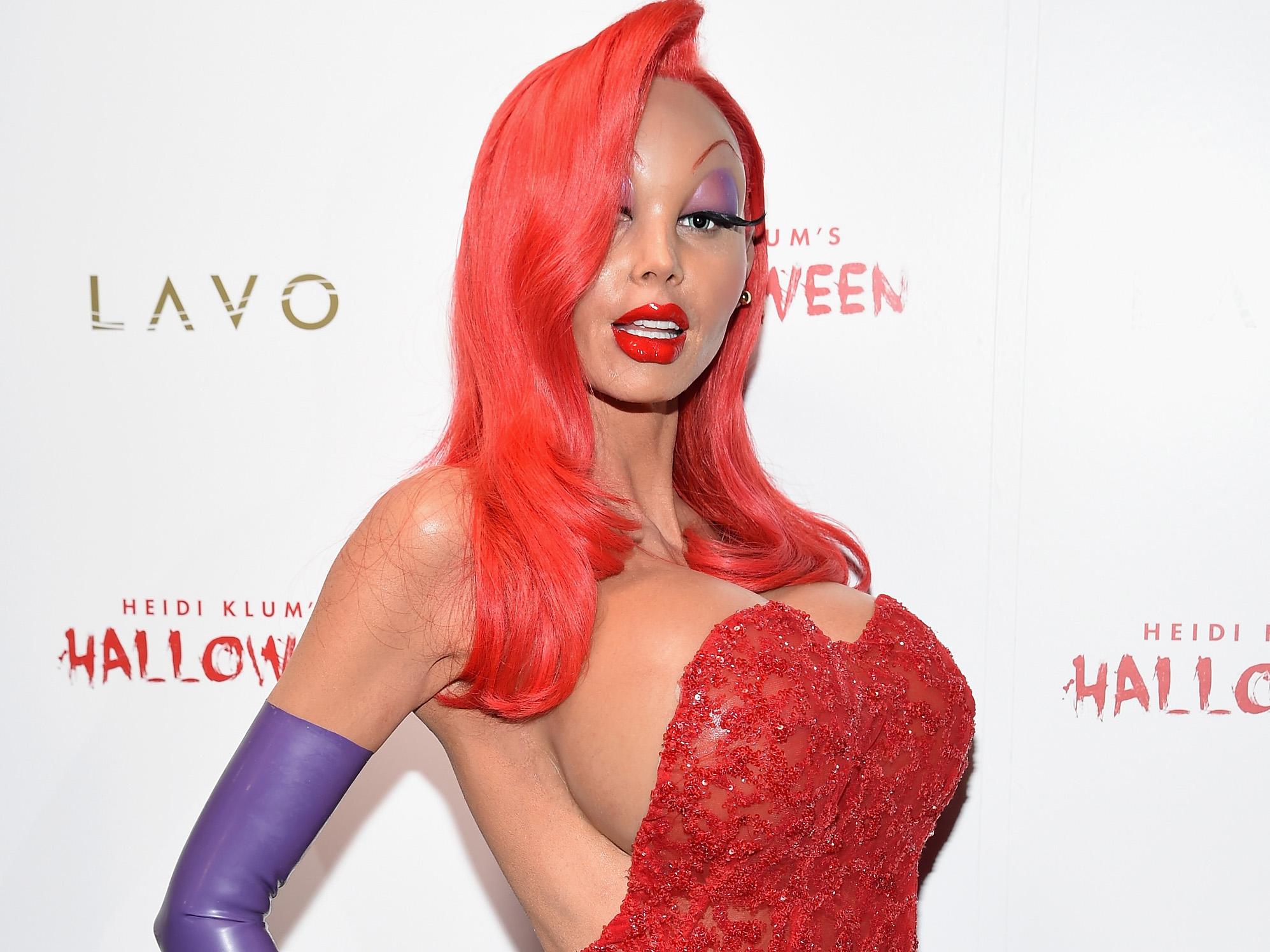 Джессика Рэббит, Королева Червей и Красная Шапочка: 15 самых ярких костюмов звезд на Хэллоуин-320x180