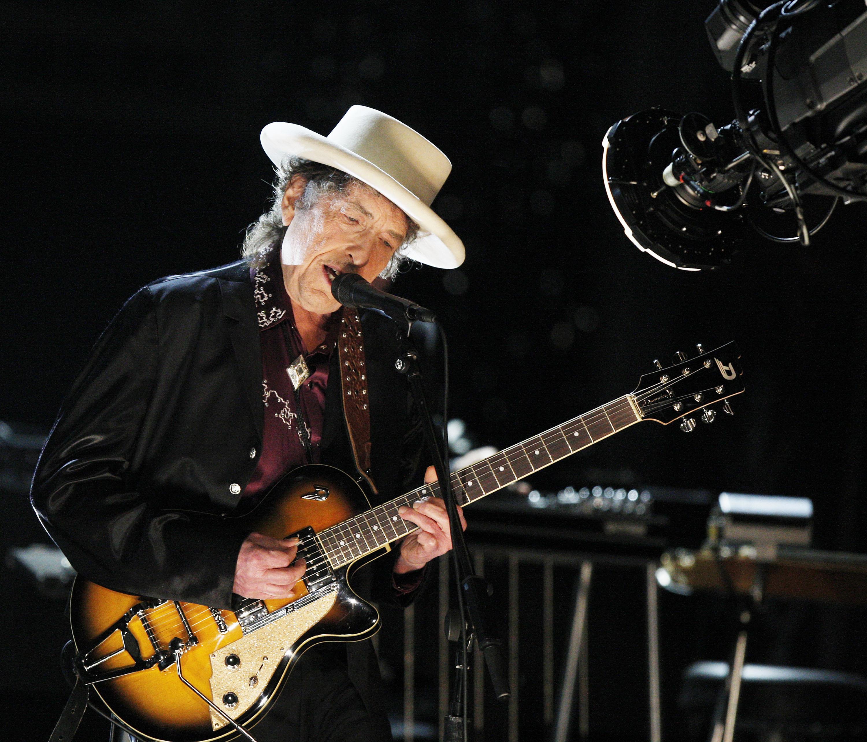 Достучаться до небес: 10 главных песен Боба Дилана-320x180