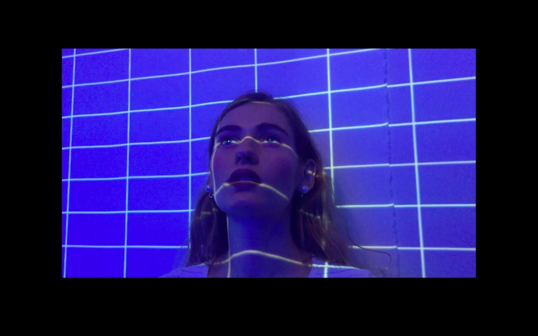ВИДЕО: Луна выпустила клип на новую песню «Грустный дэнс»-320x180