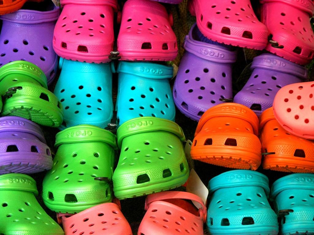История успеха: обувь Crocs-320x180