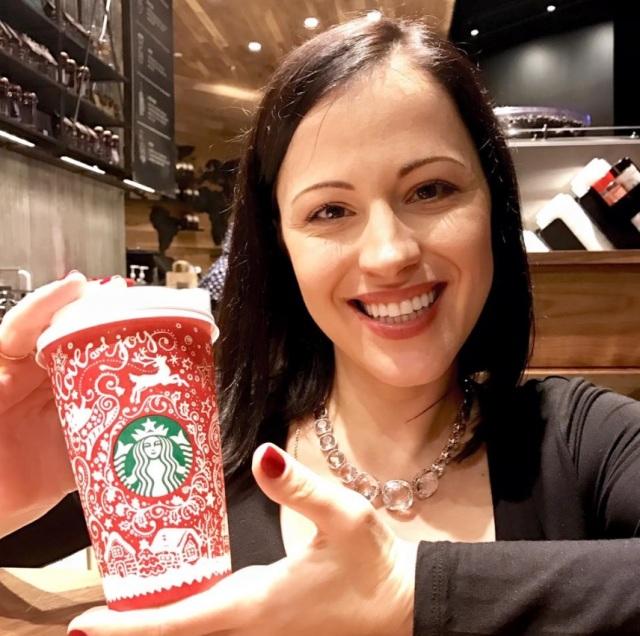 Анна опубликовала фото с чашкой в своем Facebook