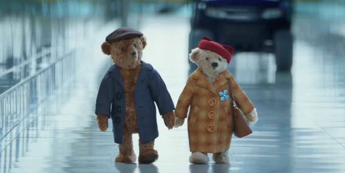 ВИДЕО: пожилая пара плюшевых медведей едет домой-320x180