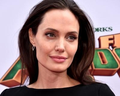 Анджелина Джоли решила вернуться к экс-возлюбленной?-430x480