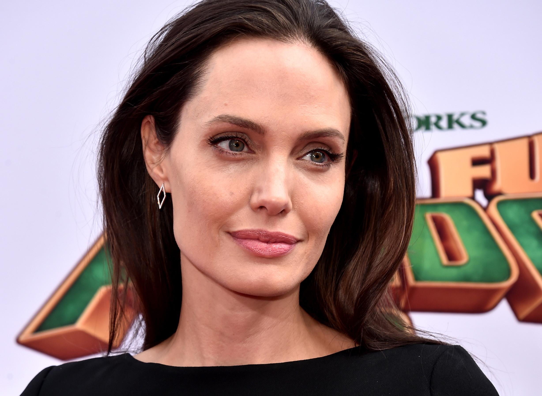 Анджелина Джоли решила вернуться к экс-возлюбленной?-320x180
