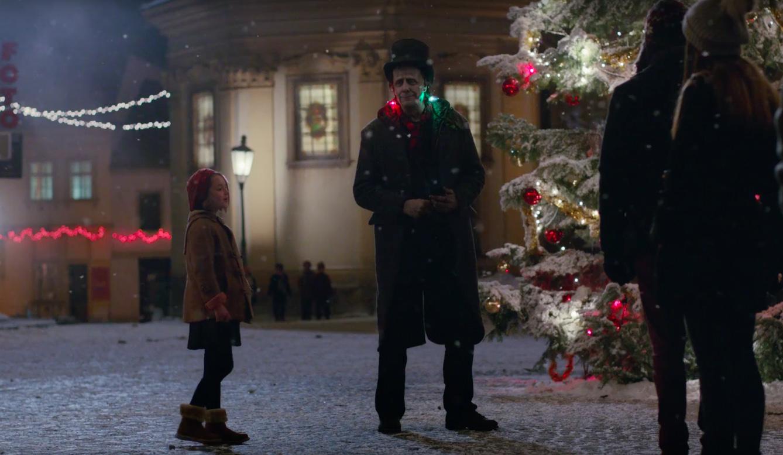 Трогательный Франкенштейн в рождественском ролике Apple-320x180