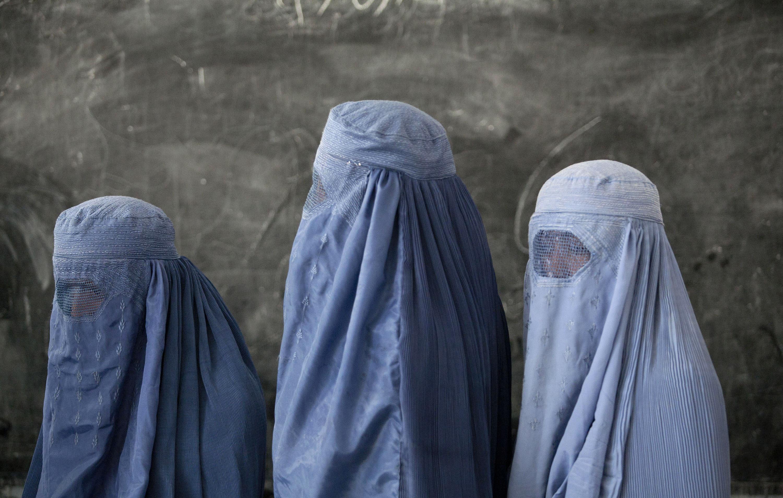 Борьба за права: в Афганистане открылся кинотеатр для женщин-320x180